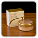 Loose mineral foundation with Zink and UVA/UVB SPF 20 sun protection.